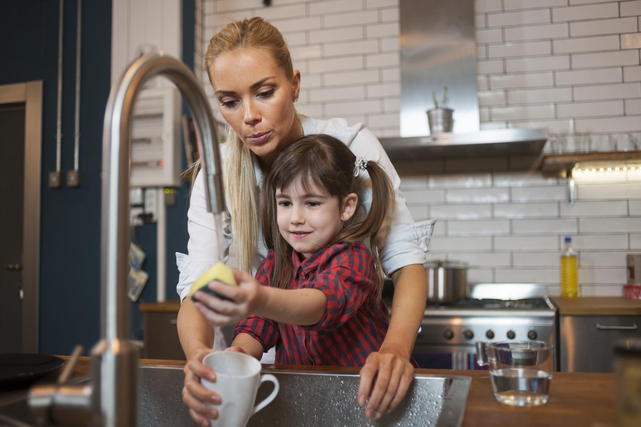 so motivieren sie ihre kinder zum helfen im haushalt bkk mobil oil. Black Bedroom Furniture Sets. Home Design Ideas